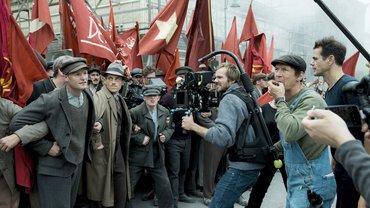 Dreharbeiten zu Babylon Berlin – beim Film wird um jede*n Mitarbeiter*in gerangelt